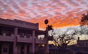 Delatite Hotel Mansfield sunrise